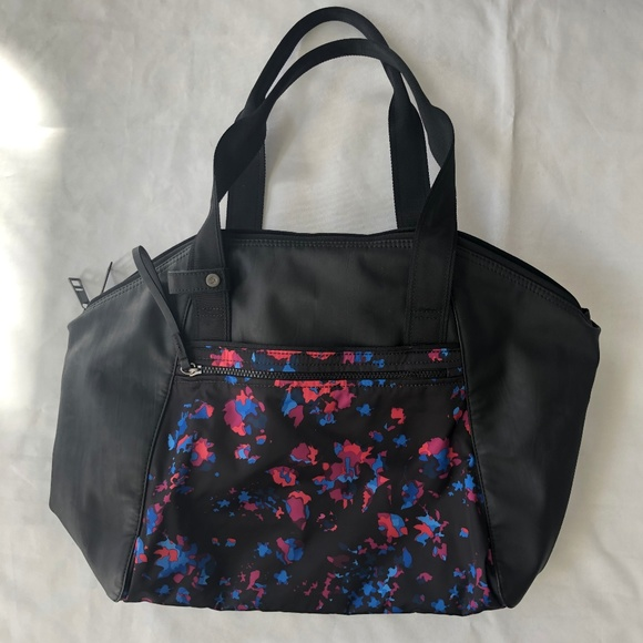 e7c79313be lululemon athletica Handbags - Lululemon Women s Gym Tote Bag Black Carry  All